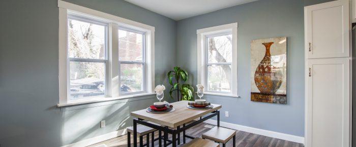 Die Fenster und Türen sind während der Hausrenovierung von großer Bedeutung